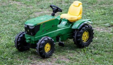 toy-tractor-kids-ridling